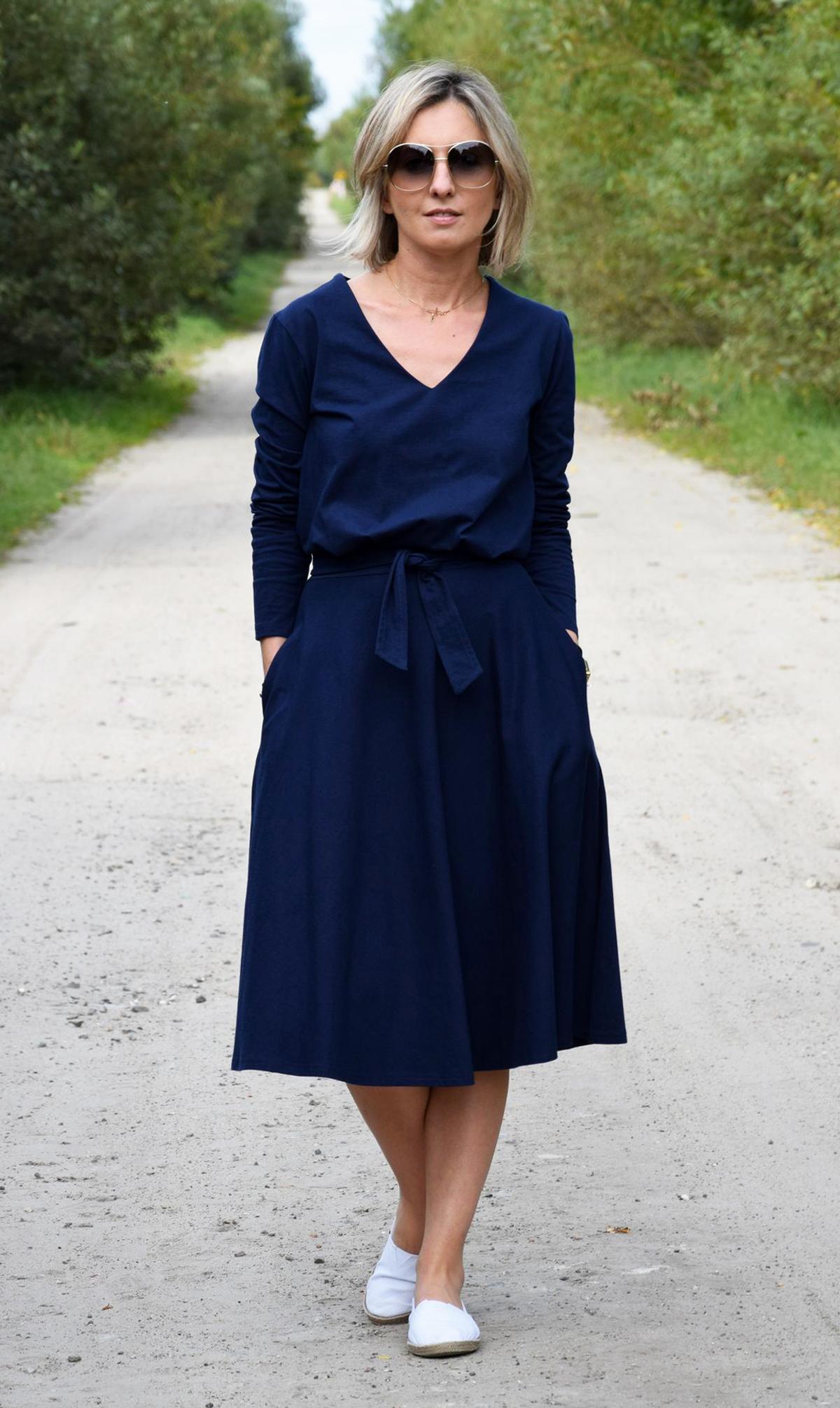 Jennifer V Ausschnitt Baumwolle Midi Kleid Navy Blau Sisters Www Shopsisters Eu