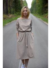ROSE - dzianinowa sukienka z paskiem - mokka w groszki