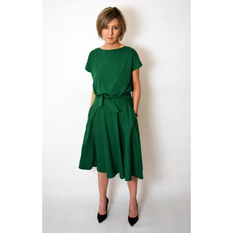 LUCY DZIANINOWA SUKIENKA MIDI ROZKLOSZOWANA zielona Sisters (shopsisters.eu)